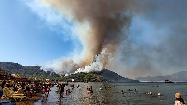 Турецкие власти сумели локализовать часть пожаров, охвативших леса на юге страны, а также задержали предполагаемых виновников бедствия. Власти подозревают поджог, поскольку пожары вспыхнули одновременно в разных курортных районах. Отдыхающие в Турции наши туристы не пострадали