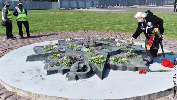 Во Львове уничтожение каждого советского памятника записывают как победу над Россией