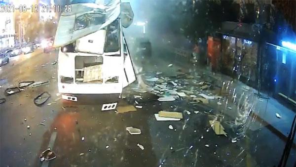 Опубликовано видео взрыва автобуса в Воронеже
