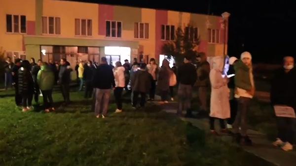 Жители села в Подмосковье на сходе обвинили мигрантов в убийстве пенсионерки