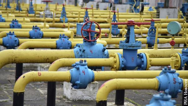 Эксперт объяснил, что теряет Украина из-за газового контракта России и Венгрии