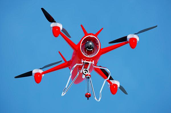 Представлен проект первого в России беспилотника-спасателя. Задача аппарата, получившего название Seadrone, – работать в арктических широтах при низкой температуре и в сложных погодных условиях обнаруживать попавшего в бедствие человека