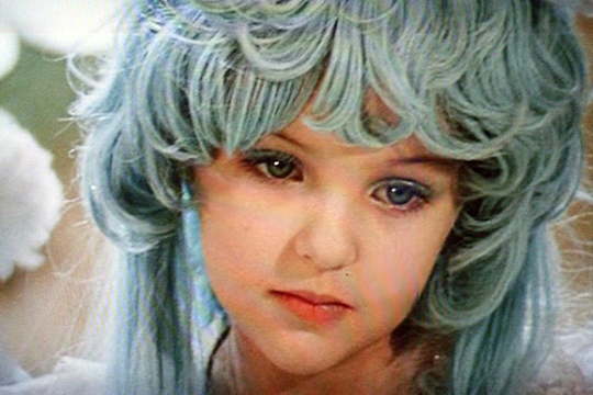 Заслуженный учитель заступился за девочку с голубыми волосами
