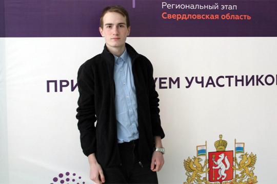 Уральского школьника наградили за изобретение нейронной перчатки для людей после инсульта
