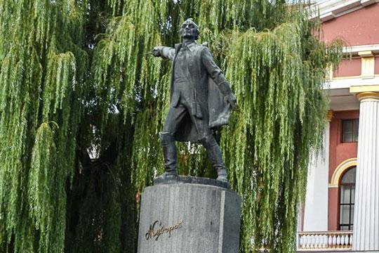 Памятник Суворову в Киеве собрались снести