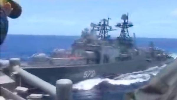 США начали опасную игру против российских военных