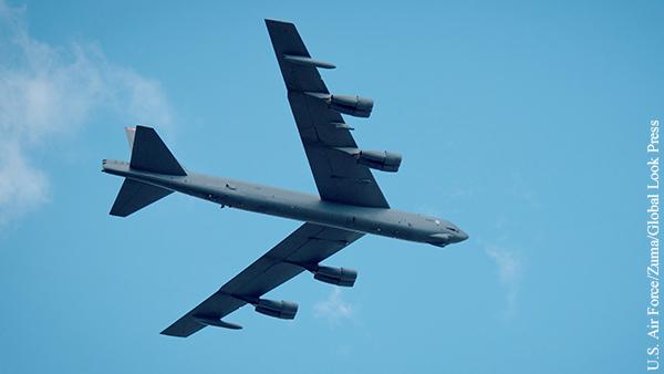 Американский B-52 после встречи с российским Су-27 совершил аварийную посадку