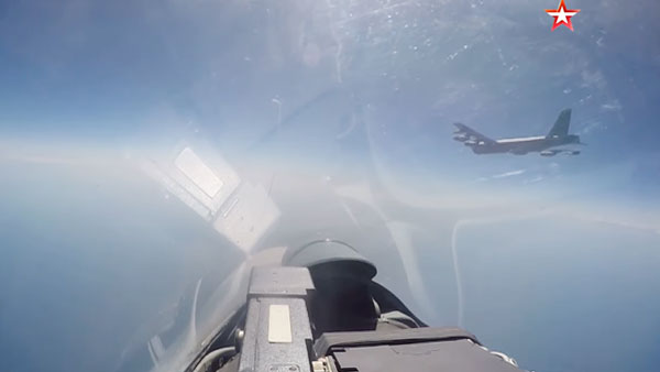 На Западе оценили перехват американского B-52 российским Су-27
