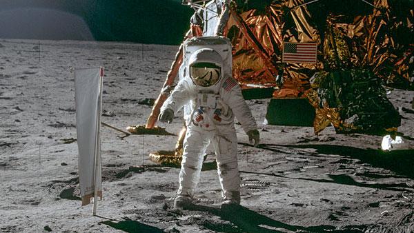 Теория вероятности рисует новую картину «высадки американцев на Луну»