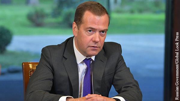 Медведев поставил вопрос о четырехдневной рабочей неделе