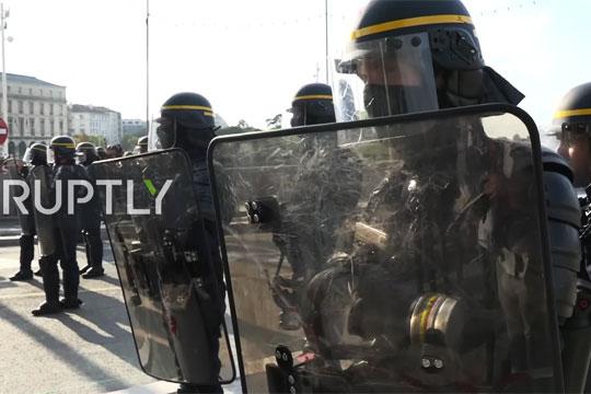Протест против саммита G7 во Франции перерос в ожесточенные бои с полицией