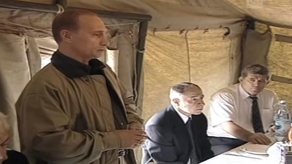 Путин выпил в Ботлихе нетронутую в августе 1999 года стопку водки