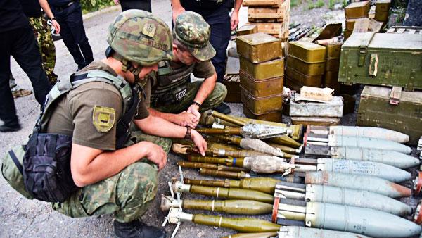 В мире: Зачем Украина разоружает самых одиозных противников Донбасса